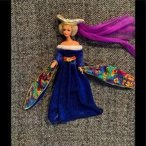 Vintage 1994 medieval Barbie .